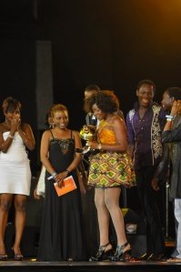 Omawumi accepting her 'headie' from Ego Photo: HHW