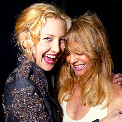 These two yummies are mother and daughter - Goldie Hawn and Kate Hudson (who is mummy to another blonde - her son Ryder)