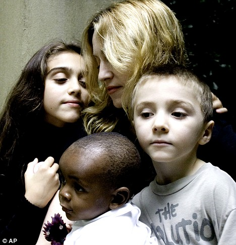 Pre-Mercy James...I love this picture: Madonna and children (photo dailymail.co.uk)