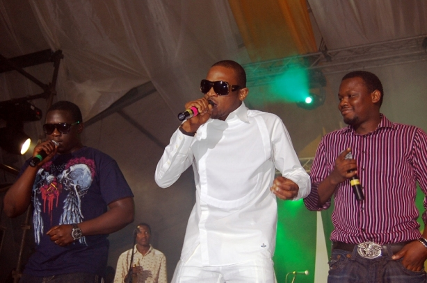 Dr. Sid stands out in a pink striped shirt (well, as much as possible beside D'banj's white chef's uniform-inspired outfit)