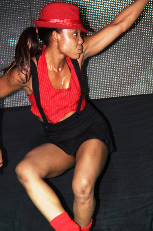 ...before Kaffy came back onstage for a sexy performance of 'Dirty Diana'