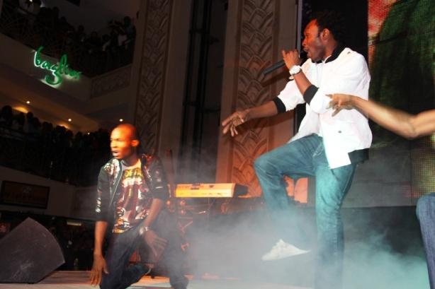 DJ Zeez performed 'Bom Digi' over 'Startin' Somethin'