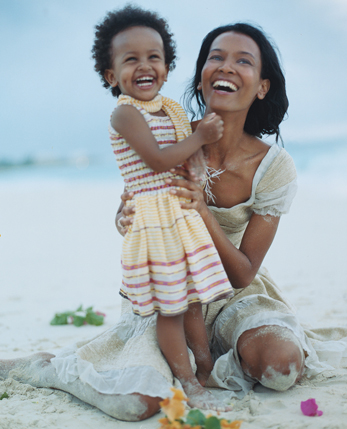Ethiopian model Liya Kebede is not only a hot model and Vogue favourite, she's a mother of two, a humanitarian and a children's clothes designer. (photo jamati.com)
