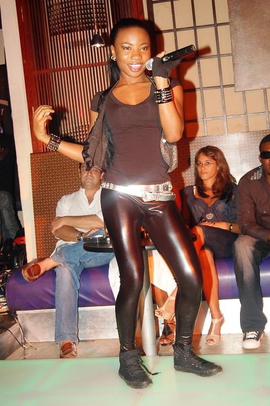 Mo'Cheddah, channeling her inner Kaffy...