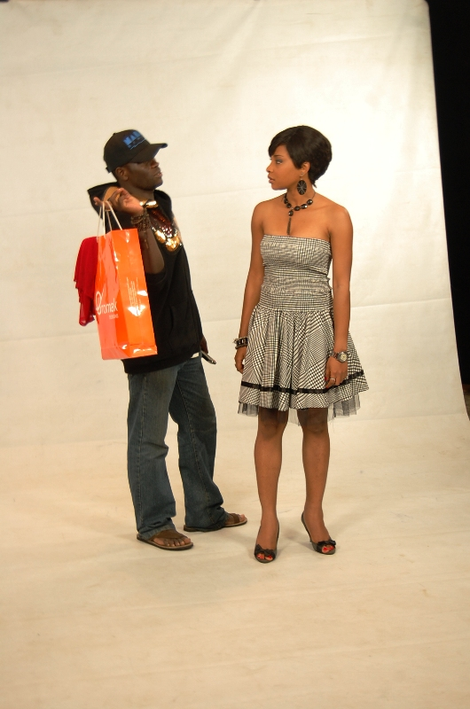 """Director, Aaron Ugede: """"This, young lady, is how to hold Eromak shopping bags!"""" Video Honey (in her mind): """"Tcheeew! Excuse me, hello...as in...!"""""""